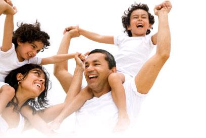 famille-heureuse-éduquer-enfants-selon-voies-de-dieu