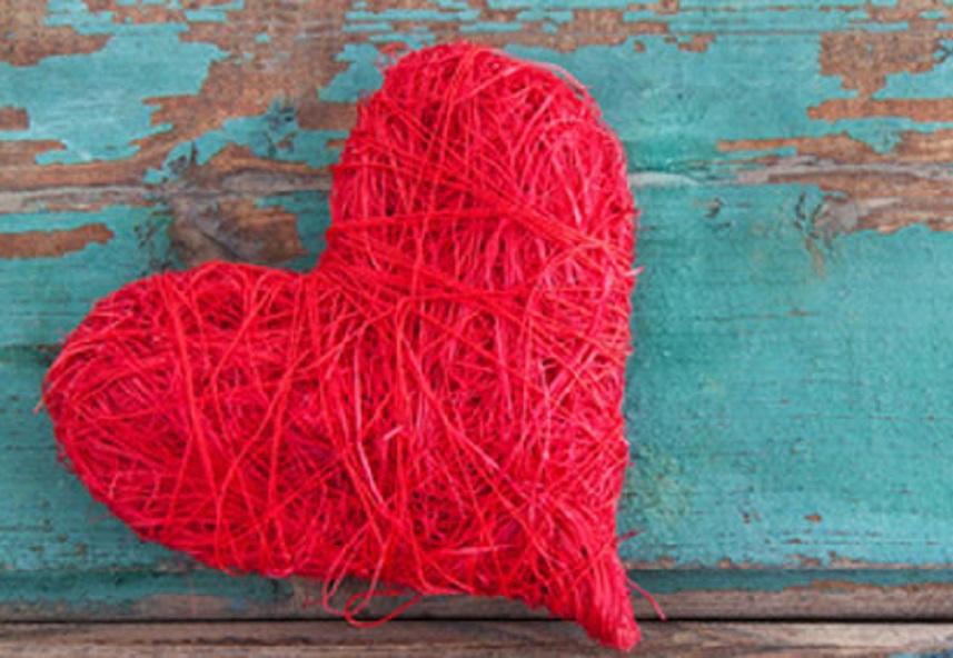 amour-dieu-maime-arbre-coeur-rouge