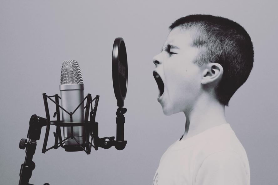 Dans l'épreuve, apprends à te taire!
