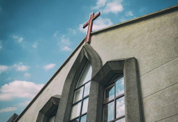 Je prie pour nos assemblées. Que l'église reste un lieu saint.