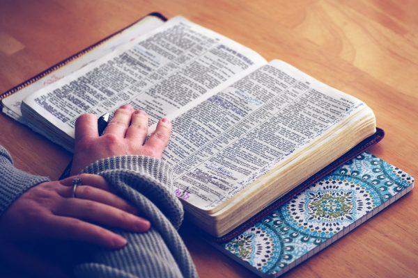 Méditer la bible, ça consiste en quoi ? Quelle est la différence entre lire et méditer ?