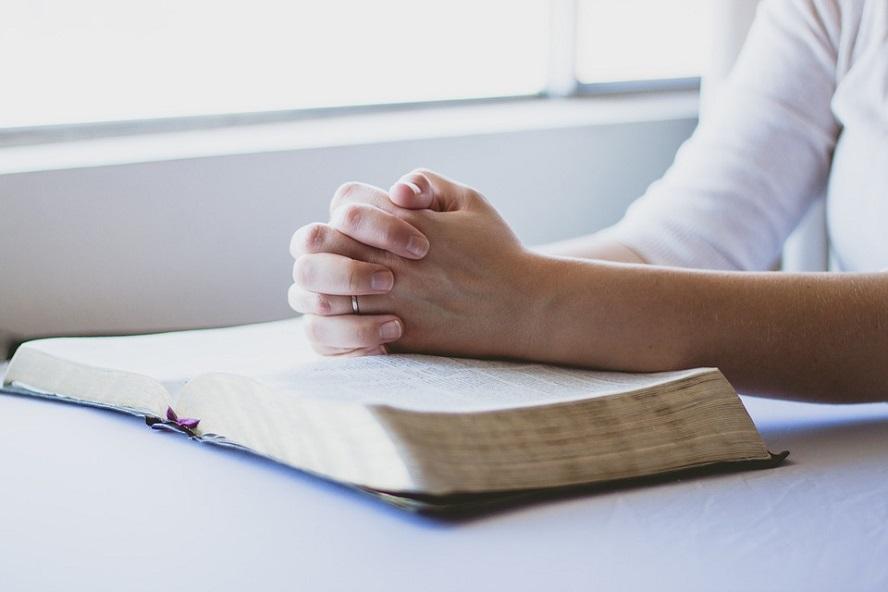 Le monde a aujourd'hui plus que jamais besoin de nos prières!