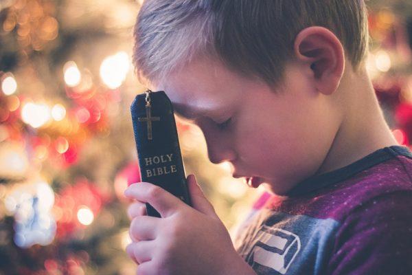 Apprendre à ses enfants à prier