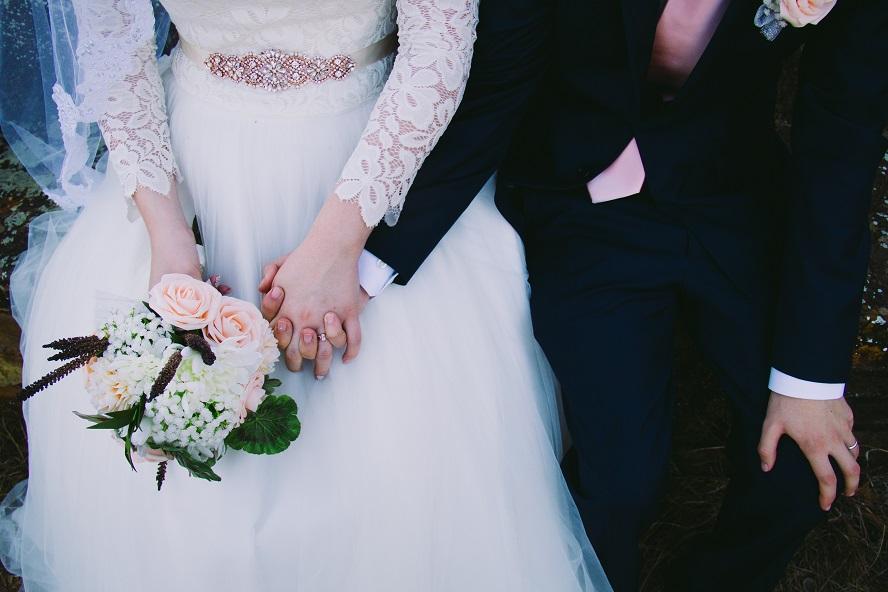 Nous voulons nous marier mais pas assez d'argent : que faire ?