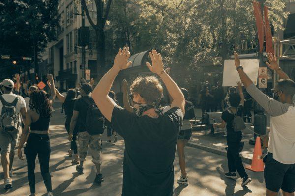 Prière contre le racisme.
